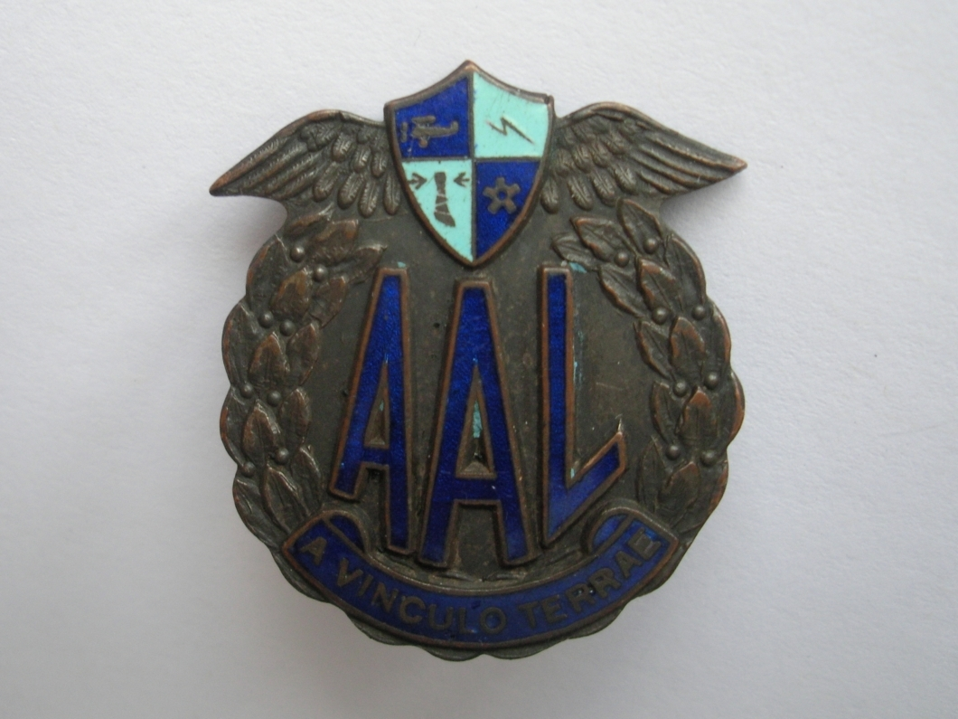 Clem's Australian Air League Badge (found by Leonie Dunn, 3 October 2014). The latin motto A Vinculo Terrae means 'Free from the bonds of the Earth'. The main face of the badge would have been enamelled in the light green colour visible in the upper crest.